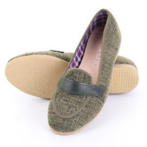 รองเท้าผ้าทอ