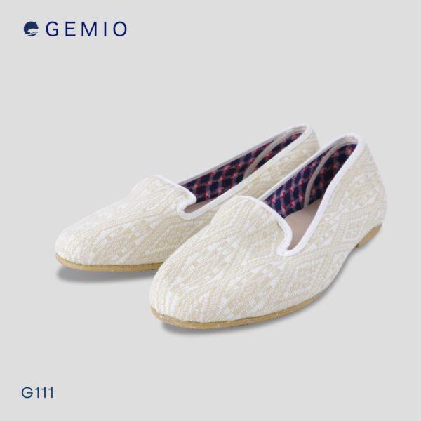 รองเท้าผ้าลายไทยสีขาว