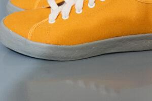 รองเท้าsneckerสีเหลืองแบรนด์ไทย